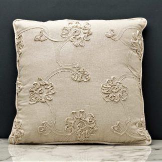 כרית נוי רקומה בעיטורי פרחים – בצבעים לבן קרמי/חום- אפרפר