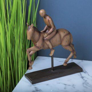 פסלון פרש על סוס- על מעמד