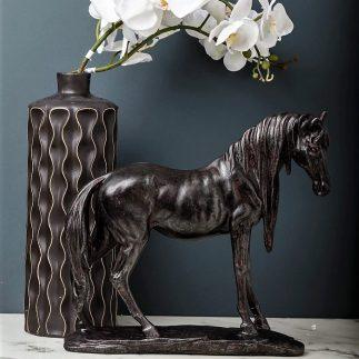 פסלון סוס שחור