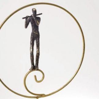 פסל איש מנגן