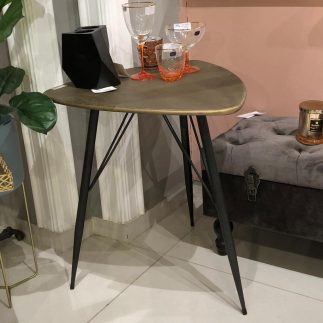 שולחן מתכת משולש – SHILA