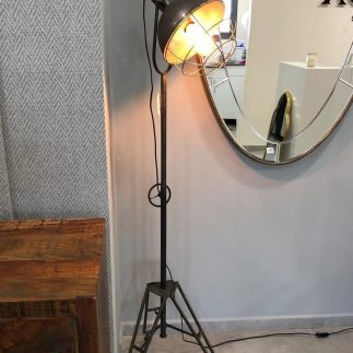 מנורה עומדת- TAP