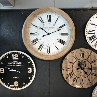 שעון עץ ענק – LIVING