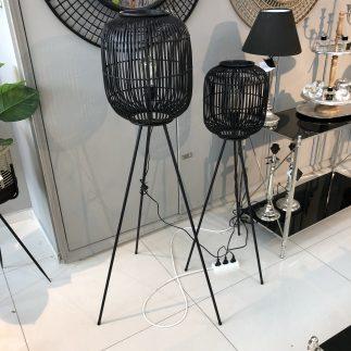 מנורת במבוק עומדת בצבע שחור בשני גדלים