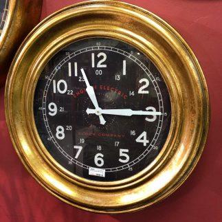 שעון קיר גדול- ELLE
