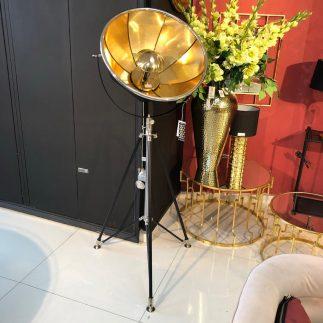 מנורה עומדת – PHOTOGRAPHER