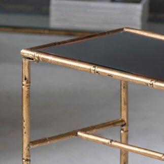שולחן  – MUA