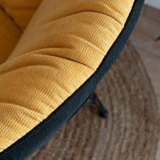 כורסא מעוצבת בצבע חרדל – PUFFY
