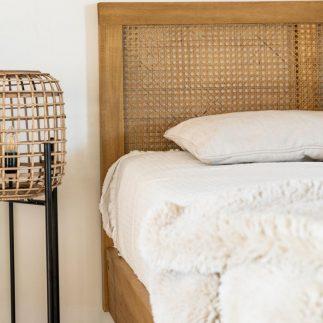 מיטת עץ מלא וראטן – AHORA